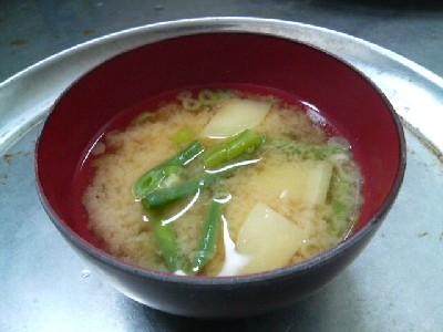 いんげん豆とジャガイモの味噌汁