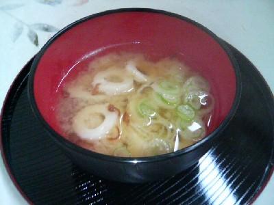 竹輪とネギの味噌汁