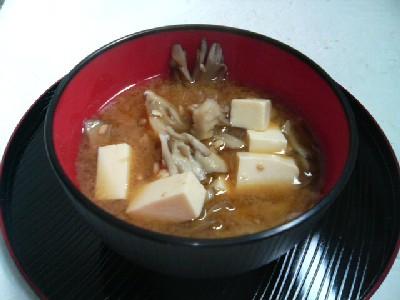 舞茸と豆腐の味噌汁
