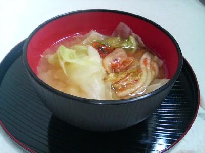 キャベツとキムチの味噌汁