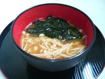 えのき茸とワカメの味噌汁