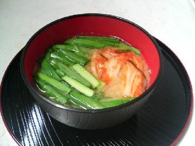 ニラとキムチの味噌汁