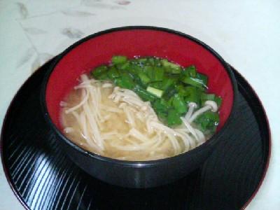 ニラとえのきの味噌汁
