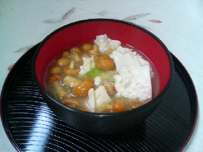 豆腐となめこの味噌汁