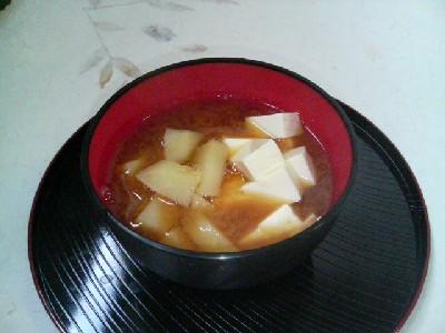 豆腐とじゃがいもの味噌汁