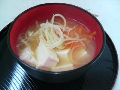 豆腐とネギの味噌汁