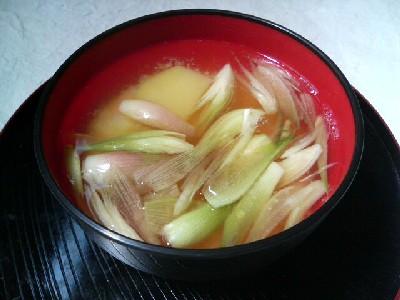 みょうがとジャガイモの味噌汁
