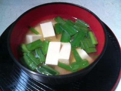 豆腐とニラの味噌汁