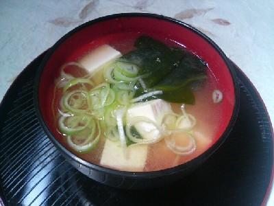 豆腐とワカメの味噌汁