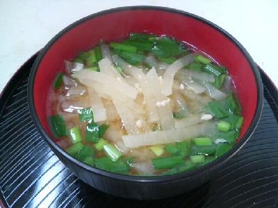 大根とニラの味噌汁